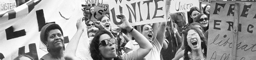 Mulheres protestando pelos seus direitos nos anos 70 no documentário da Netflix.